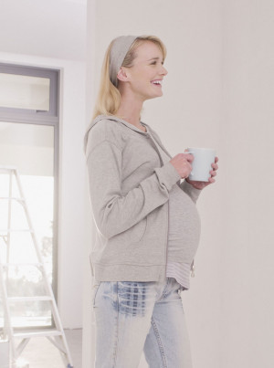 Pregnant-woman-coffee-LP.jpg