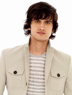 Navid Shirazi interprété par Michael Stegner : Navid est le ...