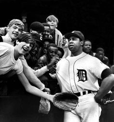 Willie Horton and fans in the 1968 World Series.He hit 262 home runs ...