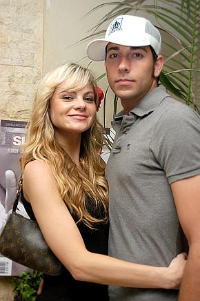 Zachary Levi Splits With Caitlin Crosby!
