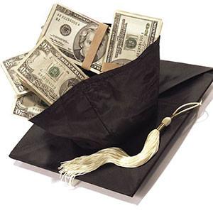 Image: Graduation cap (Stephen Wisbauer/Getty Images)