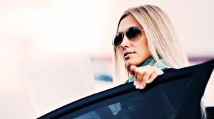 Homepage » Girls » Beautiful Girl Wearing Glasses Wallpaper