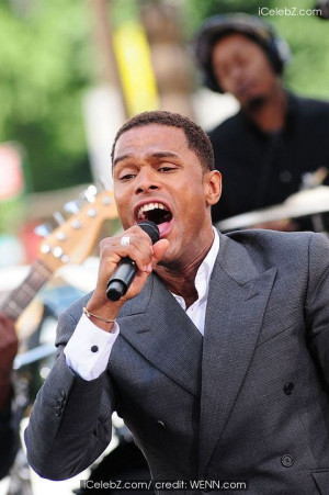 maxwell-singer_maxwell_performing_on_the_cbs_early_show_summer_concert ...