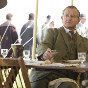 lord grantham lord grantham and lady cora don t look like they ve ...