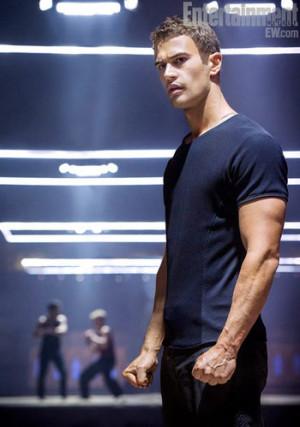 Theo James es Cuatro en la nueva imagen de 'Divergente'