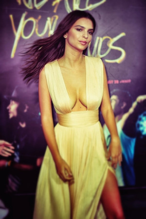 Emily Ratajkowski NEWS: 5 Things About The 'Blurred Lines' And 'Gone ...