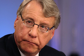 Jim Chanos likes Apple, wary of Tesla, Facebook