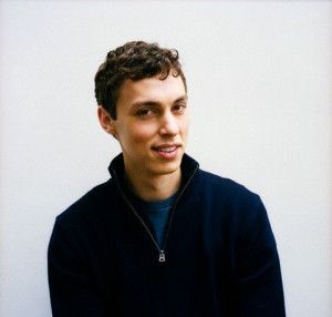 John Francis Daley HOLY SHIT I REMEMBER WATCHING HIM ON FREAKS AND ...
