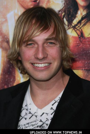 He reminds me of Ryan Hansen from