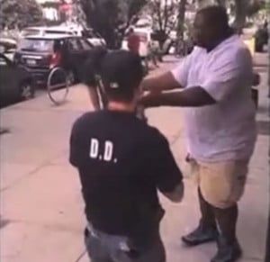 RAW Footage: Cops Dogpile Man And Kill Him After Accusing Him Of ...