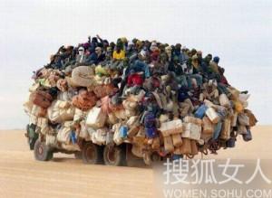 非洲人民虽然过着贫困潦倒的日子,但也不忘利用 ...