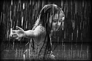 the_girl_in_the_rain_by_best10photos11.jpg