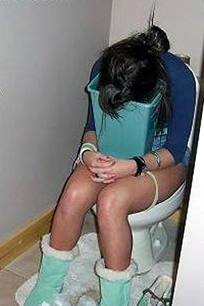 drunk-girl-toilet-vomit-294a110907