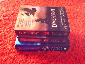Veronica Roth : THE DIVERGENT TRILOGY