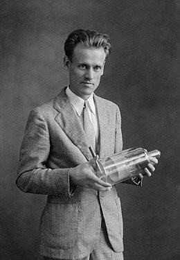 Philo Farnsworth by the age of 21 had found investors , a few ...