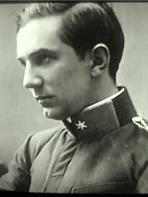 Hungarian Army Captain Bela Blaskó (Lugosi) fought in The Great War.