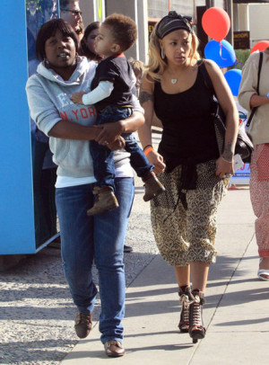 KEYSHIA COLE SPOTTED SHOPPING WITH ADORABLE SON