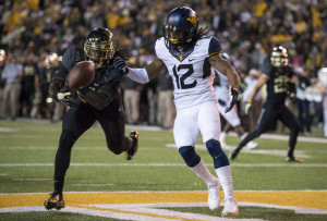 Baylor Bears cornerback Joe Williams (22) breaks up a pass intended ...