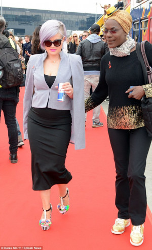 Kelly Osbourne and Carmen Electra sport chic jet-set ensembles as they ...