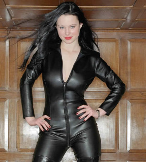 Thora Birch's Diet and Exercise Routines: Learning and Working Out ...