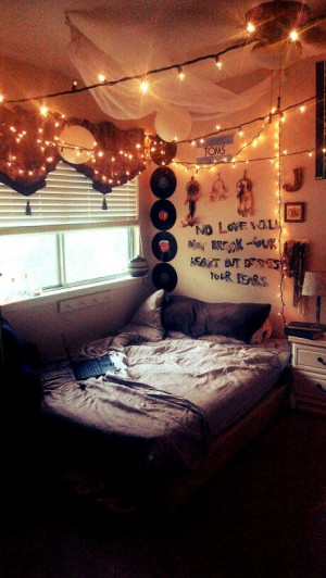 Hipster indie room. Fairy lights and quote on wall