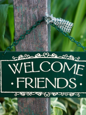 Hanging Sign - Welcome Friends