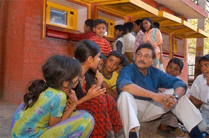 Sugata-Mitra-and-kids. 2013 TED prize winner. Self Organized Learning ...