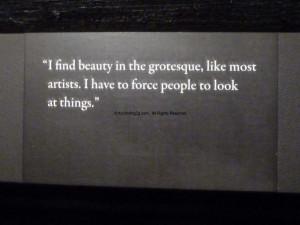 ... de l'exposition « Beauty Savage » d'Alexander Mc Queen