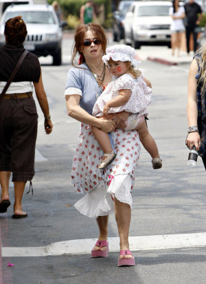 Helena Bonham Carter and her adorable daughter Nell -8/21