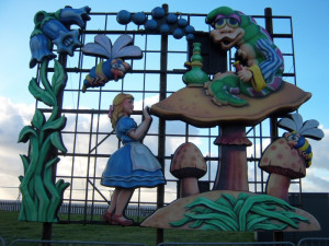 Photo_Alice_in_Wonderland_2006_01_Alice_and_Caterpillar.jpg