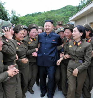http://www.worldmeets.us/images/kim-jong-un-women-troops_pic.png