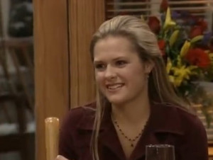 Maggie Lawson Photo Gallery...