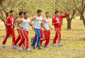 superstar juanes and the cast of mcfarland usa on the set juanes ...