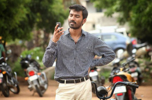 Velaiyilla Pattathari movie Dhanush stills