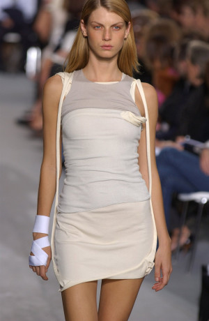 Angela Lindvall 2 Picture picture