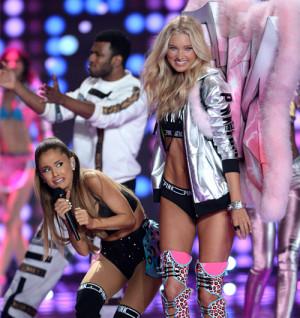 Ariana Grande sufre un accidente en el desfile de Victoria's Secret