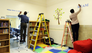 ... com president and mrs obama paint mlk quotes on library walls i