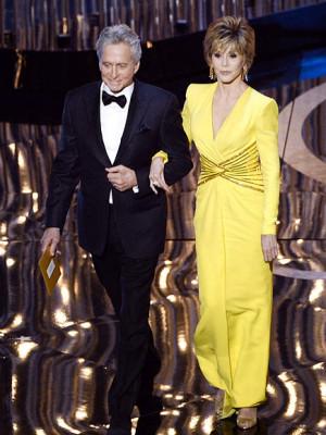 Seth MacFarlane jabs the Academy on Ben Affleck's behalf, Jennifer ...
