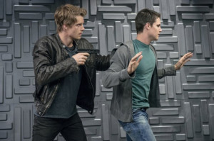 Still of Luke Mitchell and Robbie Amell in The Tomorrow People (2013)