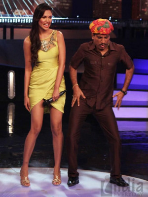 Esha Gupta on the sets of Laugh India Laugh 4