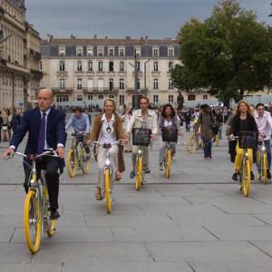 Alain Juppé, maire de Bordeaux, et les 1ers utilisateurs du Pibal