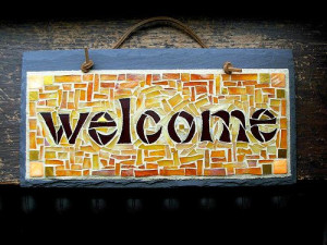 Welcome a new employee by following these 20 tips.