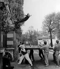 yves klein leap into the void 1960 more de yves artists performing art