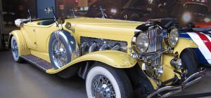 great gatsby yellow car