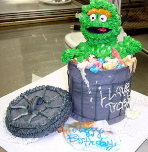 Take a look at the coolest Oscar the Grouch birthday cake photos. You ...