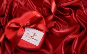 Romantic Heart Gift | 1680 x 1050 | Download | Close