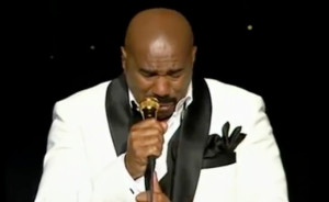 Steve Harvey Get's Emotional At His Final Comedy Show!