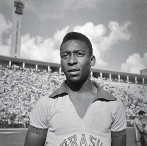 Em 1957, Pelé sagrou-se o mais jovem artilheiro do Campeonato ...