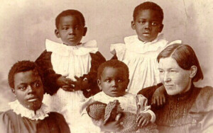 File:Mary-slessor-and-adopted-children.jpg