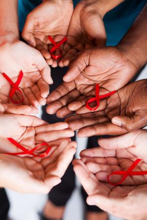 AIDS el sıkışarak bulaşmaz